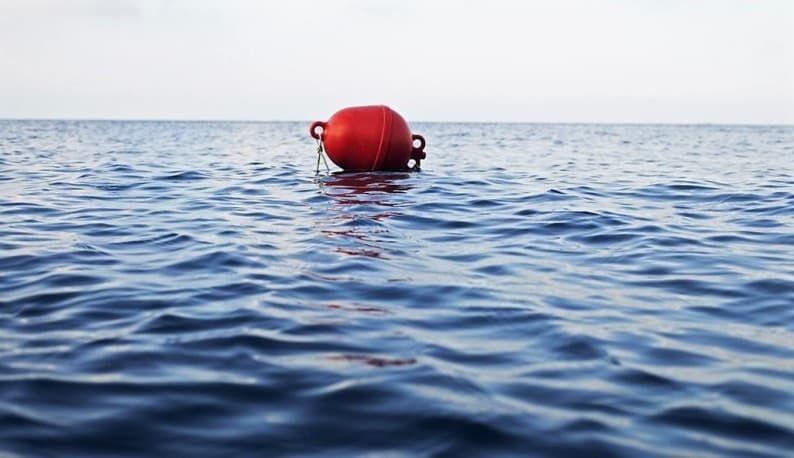 как не утонуть в море
