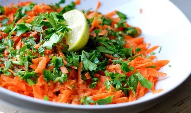 salat-s-prorostkami-
