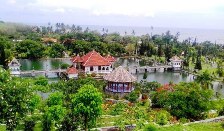 bali-vodnyj-hram-taman-ajun