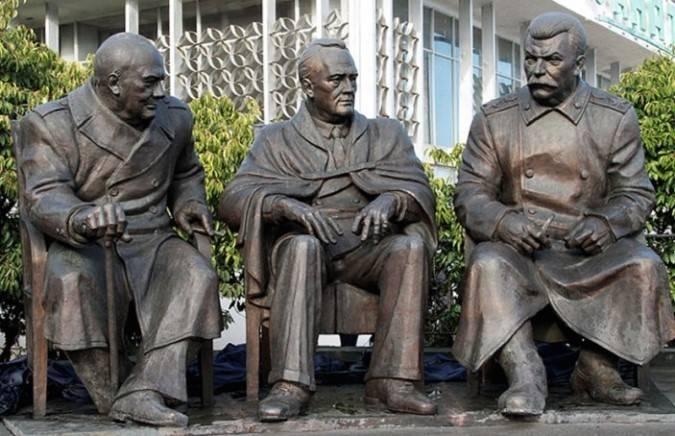 ливадия памятник 3 лидерам