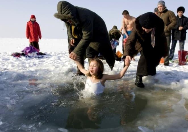 крещенская прорубь и дети